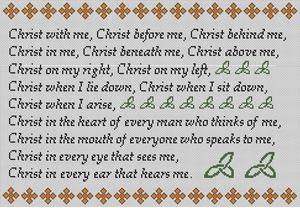 Šādas krūšu plāksnītes ar sv. Patrika lūgšanu arvien ir populāras Īrijā